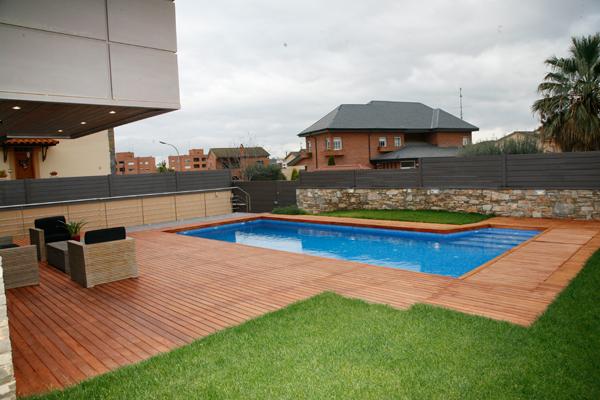 Piscinas y terrazas sanc s puertas y parquet for Terrazas y piscinas modernas