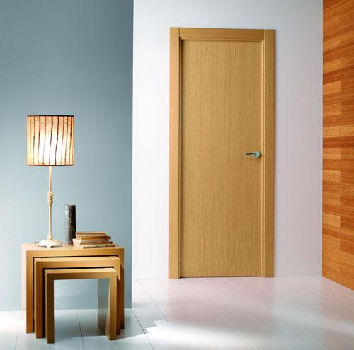Puertas de madera veta vertical sanc s puertas y parquet for Puertas madera barcelona