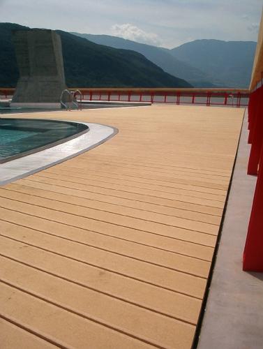 parquet piscina exterior pvc