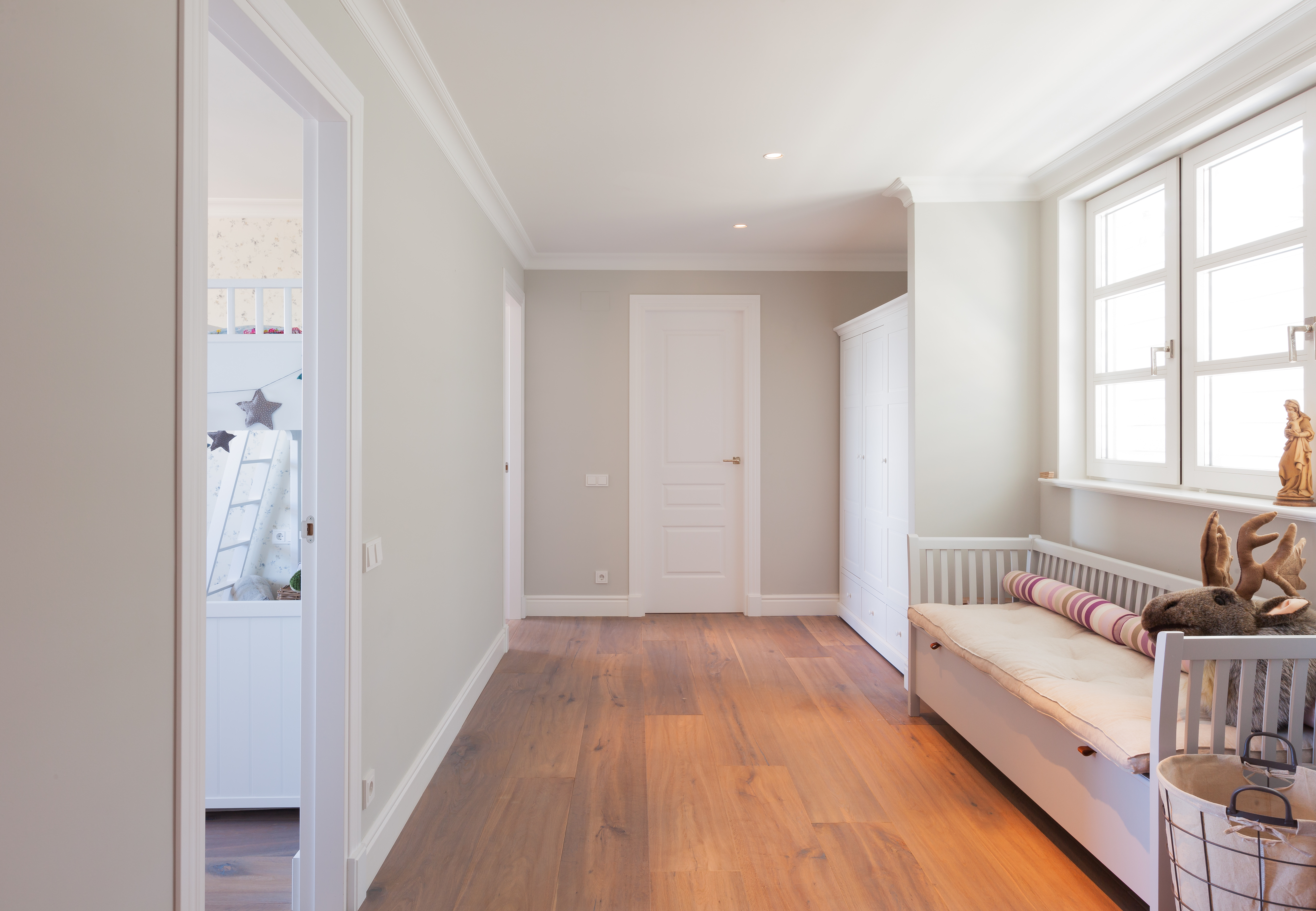 Pasillo parquet y puertas de madera 2 sanc s puertas y - Como dejar el parquet como nuevo ...