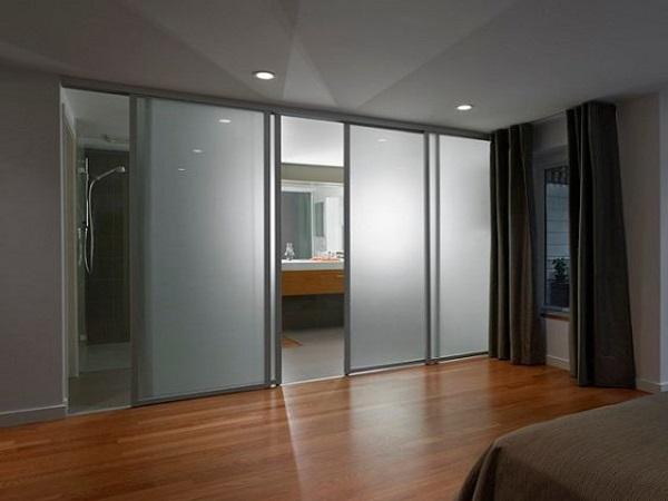 Los beneficios de las puertas correderas en espacios for Puertas para espacios reducidos