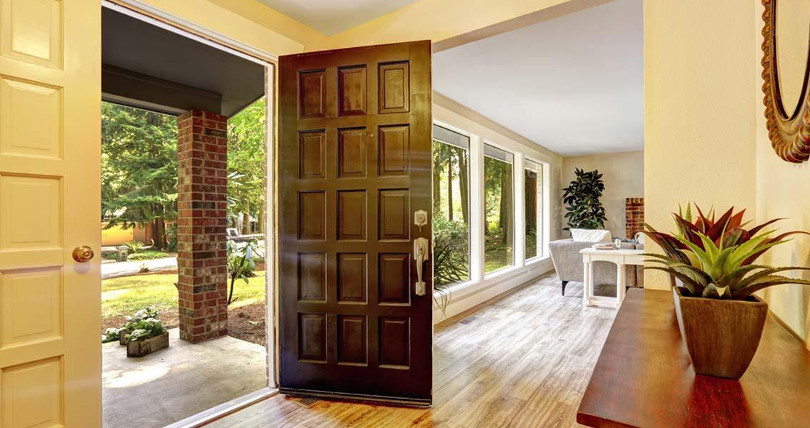 C mo no limpiar nunca las puertas de madera sanc s for Descripcion de puertas de madera
