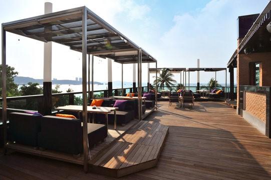 Tarima exterior para restaurantes y hoteles
