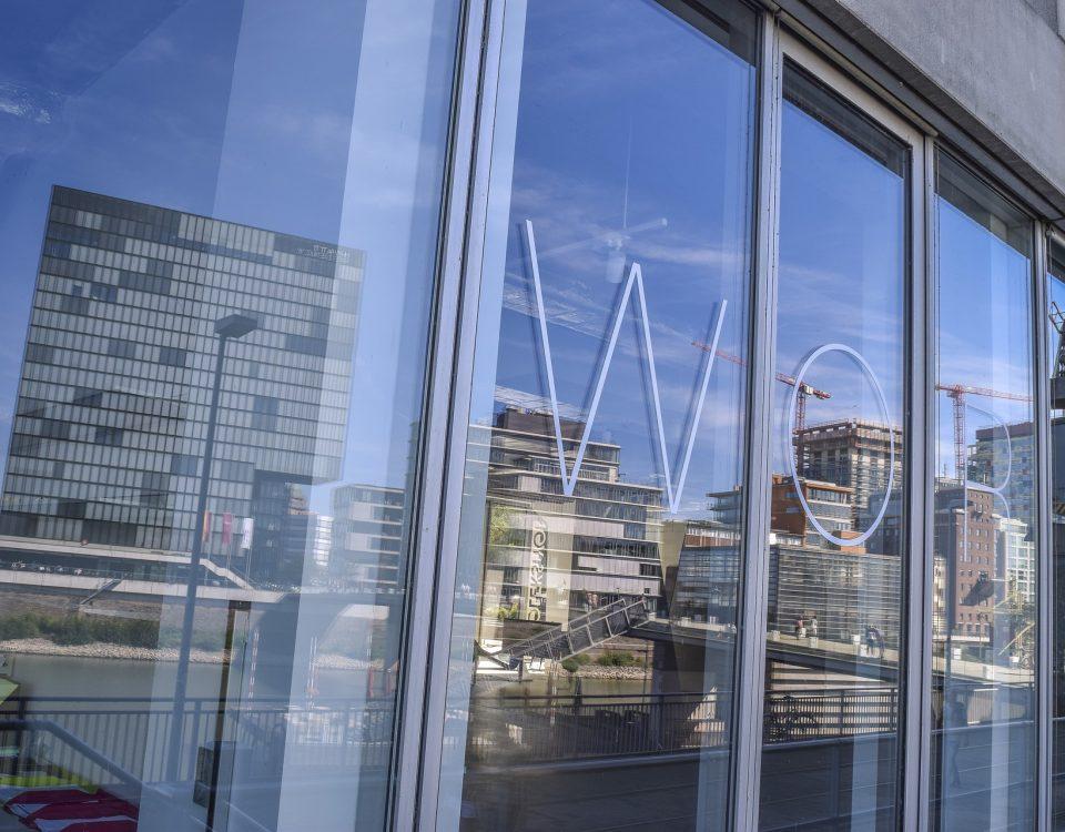 Las ventajas de las puertas correderas en espacios de oficinas